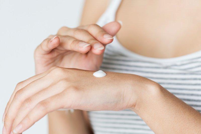 mengurangi rasa sakit akibat waxing