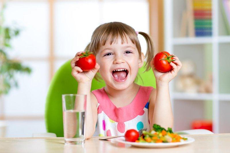 toddler eating veggies