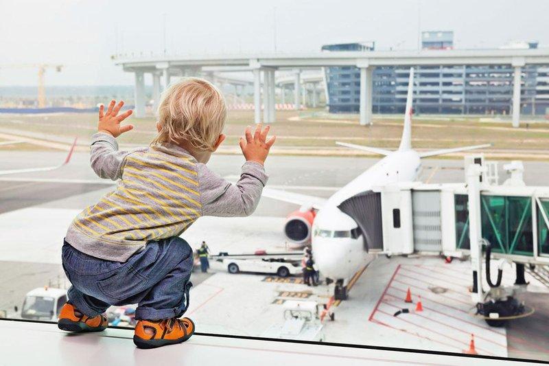 toddler airport window