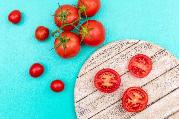 Cara Menanam Tomat untuk Menyembuhkan Sunburn