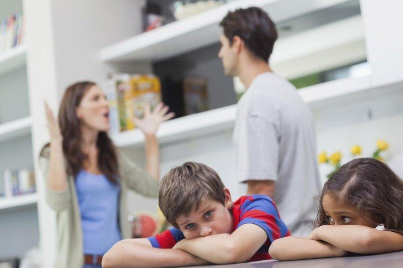 trik menghadapi perbedaan pola asuh dengan suami cover