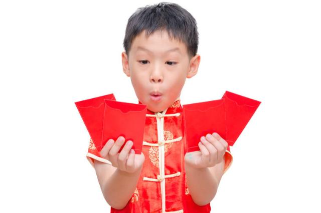 mengajari anak menyimpan angpao