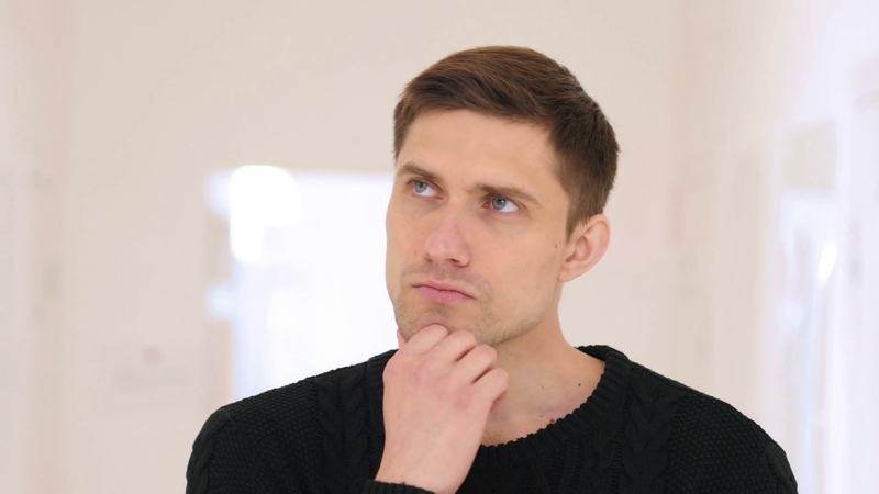 videoblocks-portrait-of-thinking-man-brainstorming-sitting-in-office_h-qez1rx_thumbnail-full05.png