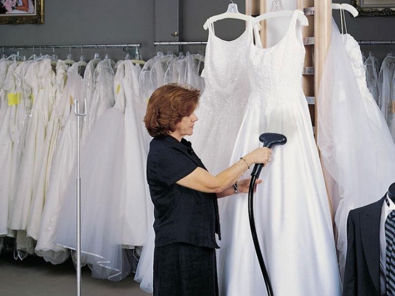 Tips Membersihkan Baju Pernikahan Yang Kotor