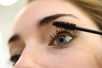 cara membuat bulu mata lentik seharian