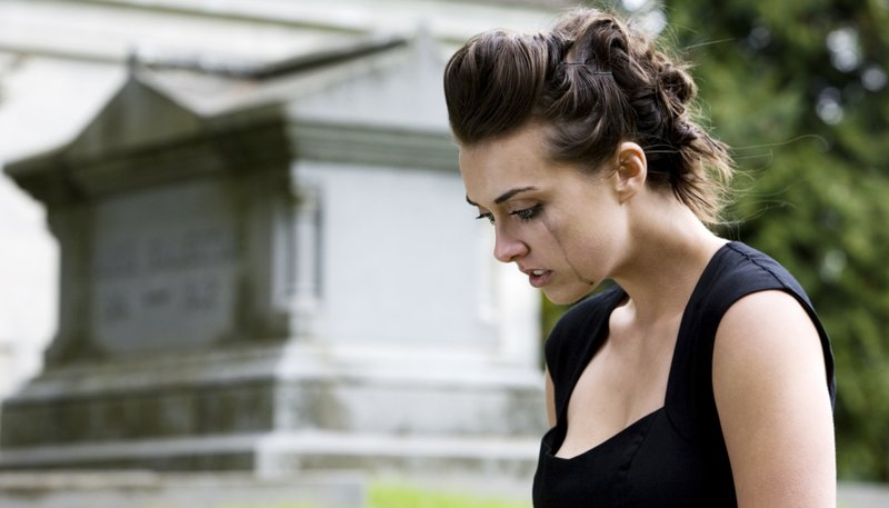 woman-crying-funeral-getty-1120.jpg