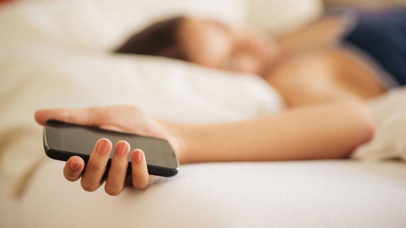 tidur dengan hp
