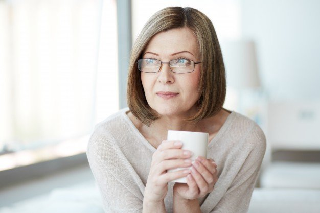 woman-thinking-with-cup-tea_1098-2369.jpg
