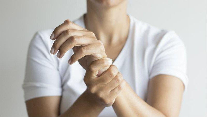 wrist hand painb9ce3406149c6502a29dff00004a72eb
