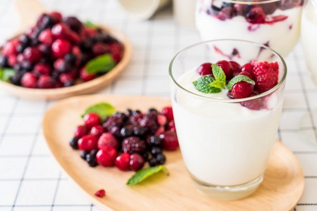 yogurt-with-mixed-berries_1339-7893.jpg