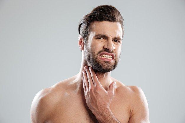 Kulit di sekitar memerah dan bengkak adalah gejala infeksi