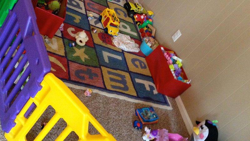 yuk ajarkan si kecil membersihkan mainannya sendiri dengan 3 cara ini 2