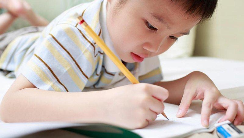 yuk, coba 7 cara membantu anak disgrafia belajar di rumah 4
